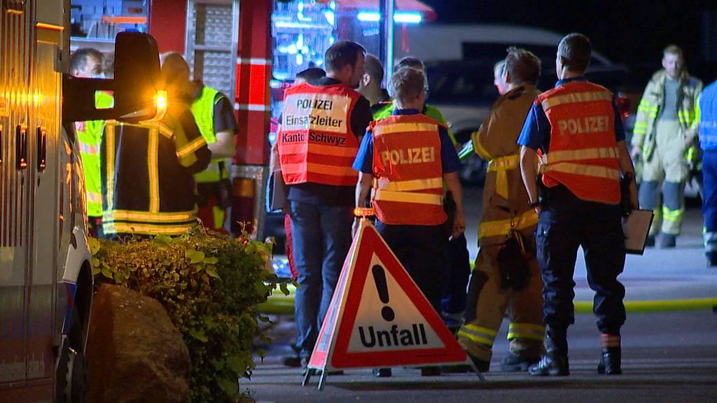 Siebnen (SZ): Küchenbrand in Mehrfamilienhaus fordert Verletzte