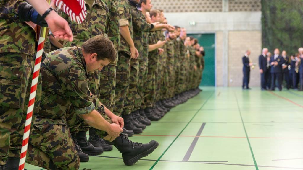 Angehörige der Schweizer Armee leisteten 2019 etwas weniger Diensttage.