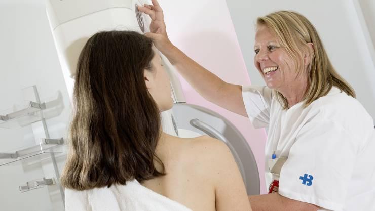 Keine Angst vor Mammographie und Tomosynthese: Vorsorge-Untersuchung im Kantonsspital Baden.
