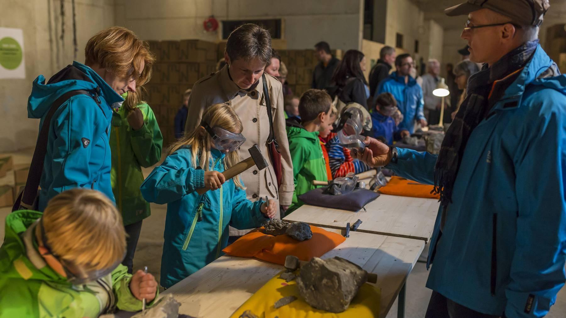 Viele Familien nutzten das breite und vielfältige Angebot für Kinder und genossen gemeinsam das nächtliche Spektakel.