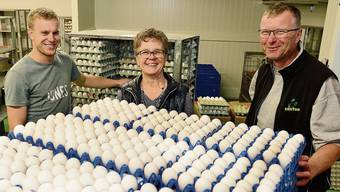 Eier sind derzeit gefragt wie nie – und das nicht nur wegen Ostern: Familie Jung in Oberlangenhard im Tösstal präsentiert das begehrte Naturprodukt.