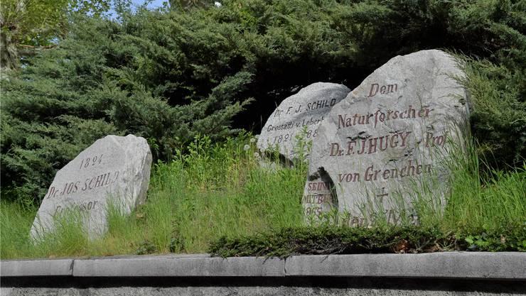 Ehrengalerie mit Gedenksteinen oberhalb der Bielstrasse.