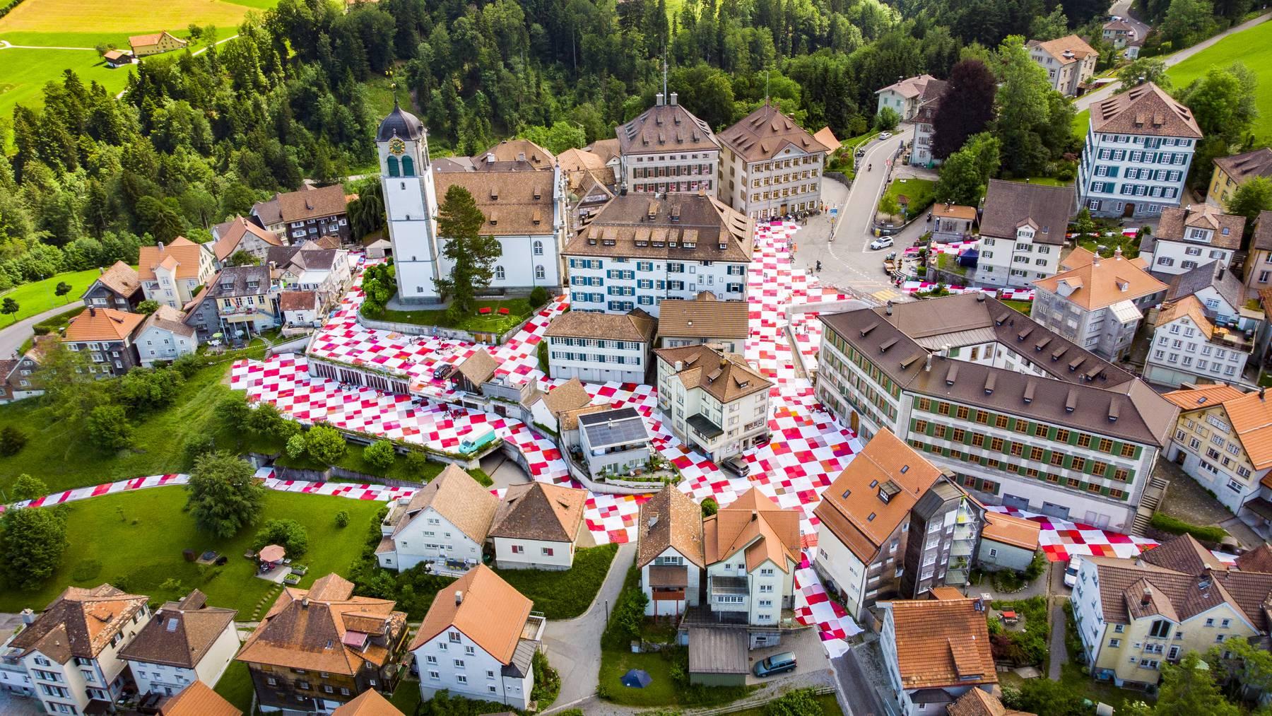 Ein riesiges Picknick-Tuch in der ganzen Altstadt: In diesem Jahr findet das «Bignik» in Degersheim statt.
