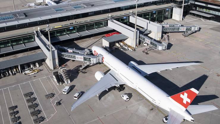 Die Swiss muss wegen der Coronakrise massiv sparen. Dabei sollen auch die Personalkosten sinken – Verhandlungen mit Personalvertretern laufen.