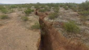 Mit einer Drohne sind Geologen durch die Wüste geflogen, um den Riss im Südwesten der USA zu untersuchen.