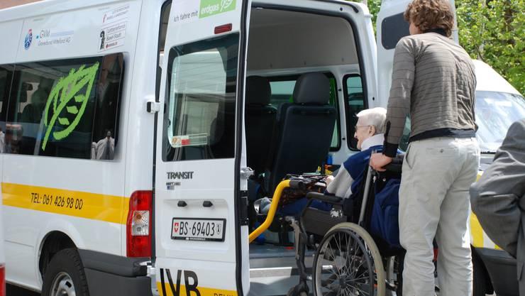 42 Fahrer beschäftigt die IVB Behindertenhilfe beider Basel. Nur drei davon sind festangestellt, 39 arbeiten im Stundenlohn. Bild: zvg