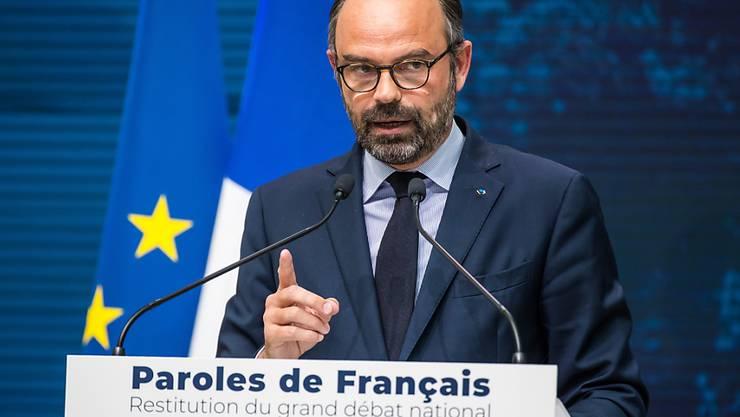 """Frankreichs Regierungschef Edouard Philippe präsentiert die Resultate der """"grossen nationalen Debatte""""."""