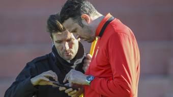 Planung auf Hochtouren, immer und überall: Raphael Wicky (links) und Marco Streller sind dabei, sich für die nächste Saison zu wappnen.