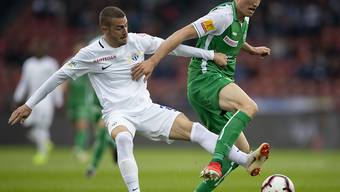 Marco Schönbächler (links) gegen St. Gallens Torschützen Jérémy Guillemenot