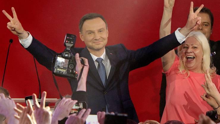 Andrzej Duda und Anhänger feiern seinen Wahlsieg
