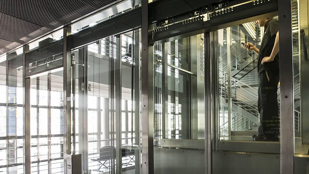 Schindler bringt Aufzüge und Rolltreppen auf den Markt, die in Coronazeiten mehr Sicherheit gewähren sollen. Die Produkte der Linie «CleanMobility» ermöglichen etwa eine kontaktlose Nutzung.