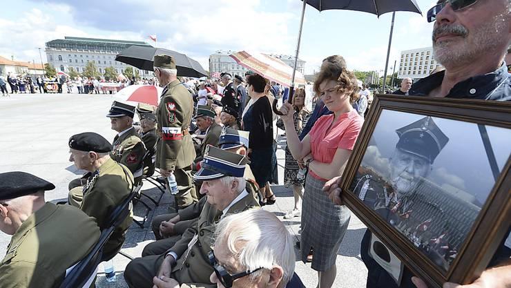 Am Sonntag hat in Polen eine Veranstaltung zum Gedenken einer umstrittenen Untergrundorganisation vom zweiten Weltkrieg stattgefunden - es hagelte aber auch vielerorts Kritik an dem Vorgehen.