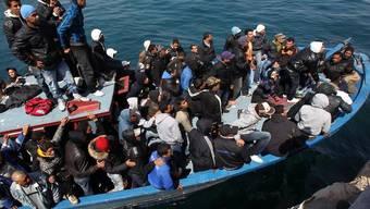 Flüchtlingsboot vor Lampedusa (Symbolbild)