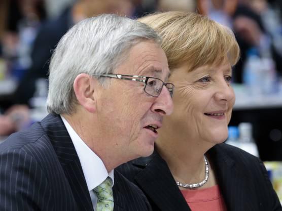 EU-Kommissionschef Jean-Claude Juncker bringt die deutsche Kanzlerin Angela Merkel für ein Amt auf der EU-Ebene ins Spiel.