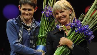 Die Whistleblowerinnen Margrit Zopfi (rechts) und Esther Wyler deckten Unregelmässigkeiten in der Zürcher Sozialhilfe auf. Dafür wurden sie wegen Amtsgeheimnisverletzung verurteilt - und mit dem Prix Courage ausgezeichnet. (Archivbild)