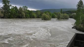 Die Flüsse, insbesondere die Aare führen sehr viel Wasser. Die Wettersituation muss gut beobachtet werden. (Bild von 2014)