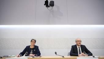 Peter Hegglin, (CVP/ZG) und Ursula Schneider Schüttel (SP/FR) informierten die Öffentlichkeit am Montag über den Entscheid der Finanzdelegation.