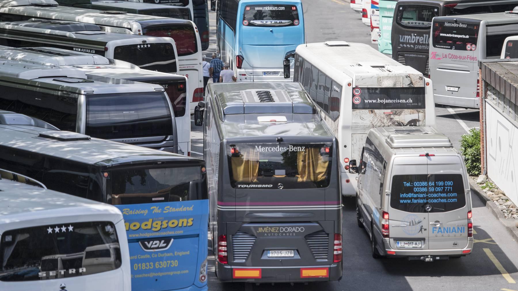 Bis es wieder solche Bilder gibt, müssen sich die Carunternehmen noch etwas gedulden.