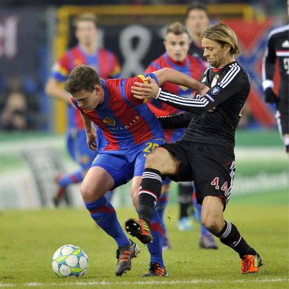 Fabian Frei im Zweikampf mit Anatoliy Tymoshchuk im Champions-League-Spiel gegen Bayern München.