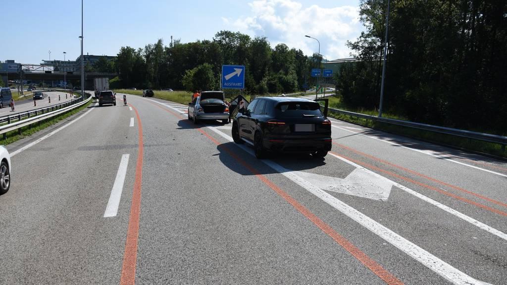 Weil eine 70-jährige Autofahrerin nicht sicher war welche Ausfahrt sie nehmen muss, hielt sie auf der Autobahn an.