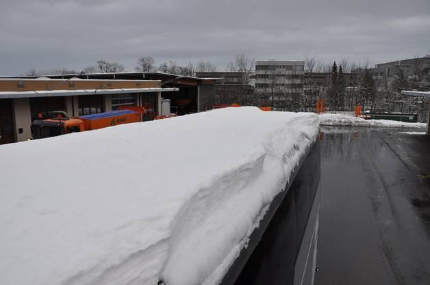 Die Schneelast auf dem Dach war ca. 30 cm hoch und wog über eine Tonne