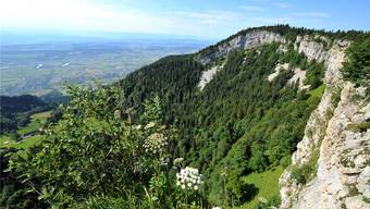 Blick der Wandfluh entlang – mit Aussicht übers Mittelland.
