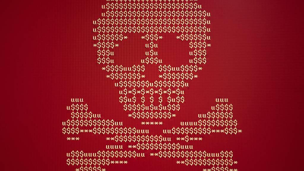 Der Zuger Regierungsrat will das Polizeigesetz revidieren, damit die Internetkriminalität einfacher verhindert werden kann. (Symbolbild)