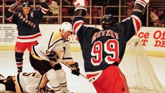 Wayne Gretzky ist der bislang einzige Spieler in der Geschichte der NHL, dessen Rückennummer - die 99 - ligaweit gesperrt ist und damit an keinen NHL-Spieler mehr vergeben wird