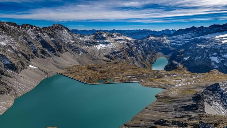 Die mit 1054 Metern längste Staumauer der Schweiz auf der Muttenalp.