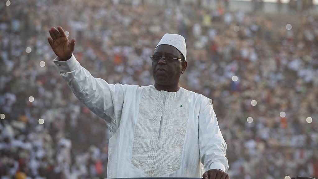 Senegals Präsident Macky Sall (Bild) hat den Oppositionspolitiker Khalifa Sall, mit dem er nicht verwand ist, am Sonntag begnadigt. (Archivbild)