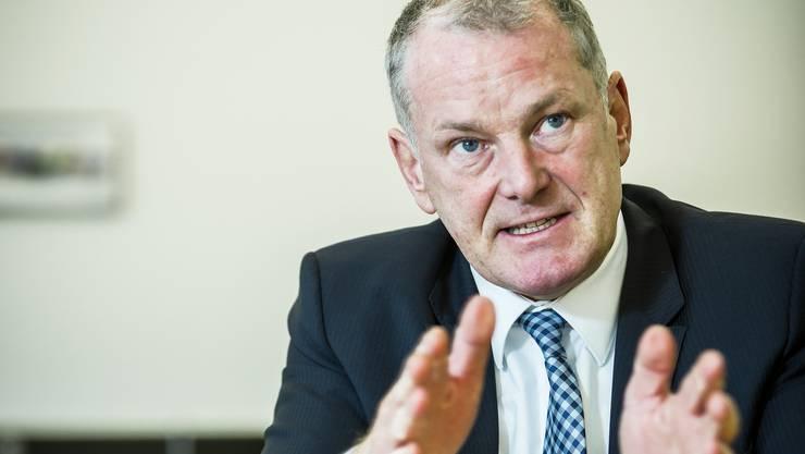 Energiedirektor Stephan Attiger (FDP) sagt, weil der Grosse Rat vor drei Jahren schon die kantonale Energiestrategie beschlossen habe, solle das Parlament auch abschliessend über das Gesetz befinden.