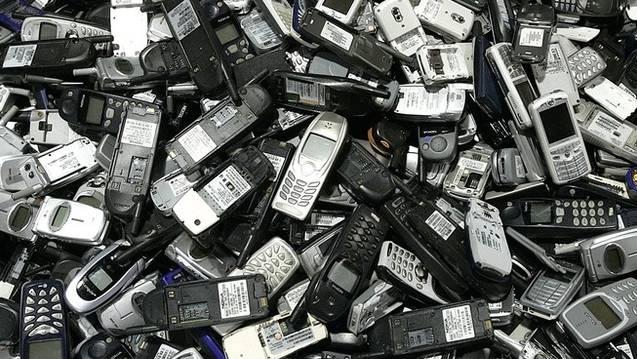 Der Täter stahl an zwei Konzerten über 80 Handys zusammen. (Symbolbild)