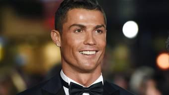 Der Fussballer Cristiano Ronaldo hat sich der Steuerhinterziehung für schuldig befunden. Mit der Nachzahlung von 14 Millionen Euro hofft er, einer Gefängnisstrafe zu entgehen. (Archivbild)