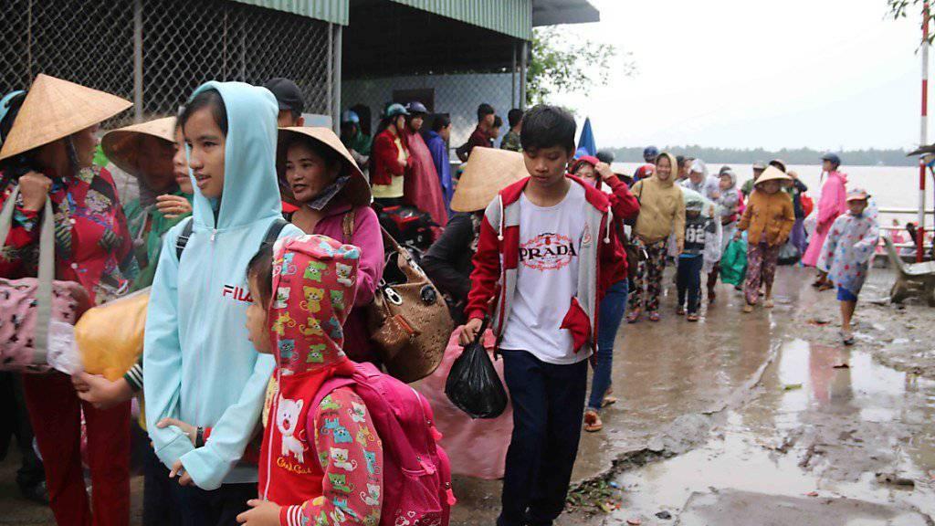 Vergleichsweise glimpflich ist Vietnam davongekommen. Im Bild: Evakuierung der Bevölkerung in der südlichen Provinz Tra Vinh im Mekong-Delta (Aufnahme vom 25. Dezember).