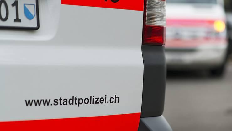 Das kantonale Verwaltungsgericht rügt die Zürcher Stadtpolizei für die rechtswidrige Personenkontrolle eines dunkelhäutigen Mannes. (Symbolbild)