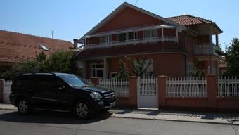 Im Sommer verbringen viele im Ausland lebende Serben ihre Ferien in Kladovo. Man sieht meist auf den ersten Blick, welche Häuser 'Gastarbeitern' gehören.