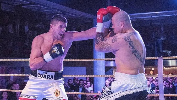 Arnold Gjergjaj (links) wird seiner Favoritenrolle gegen Zoltan Csala gerecht.