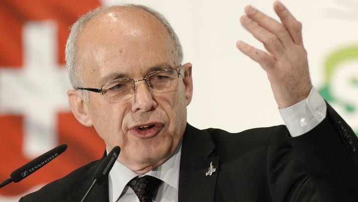Bundesrat Ueli Maurer hat teilweise noch grössere Vorräte als Armeechef Blattmann