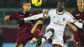 Mario Balotelli (r.) im Zweikampf mit Livornos Federico Ceccherini.