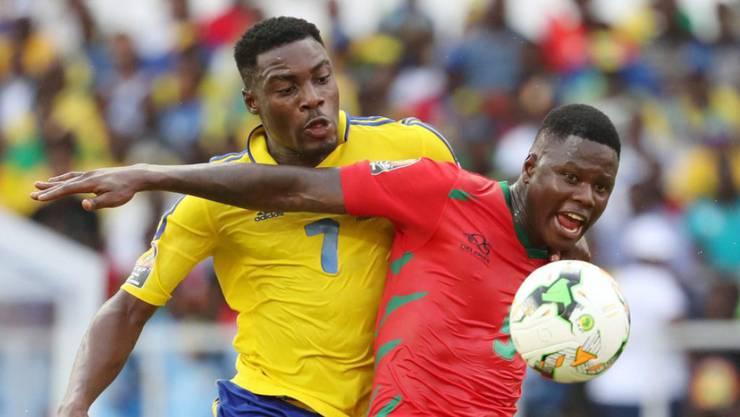 Gabun (hier Malick Evouna, in gelb) kann sich gegen Guinea-Bissau nicht durchsetzen