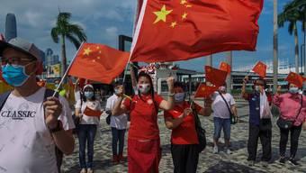 Stolze Chinesen: Während die Zustimmung der Bevölkerung zum Kurs der Regierung von Staatspräsident Xi Jinping immer weiter steigt, sinkt das Ansehen Chinas im Westen.