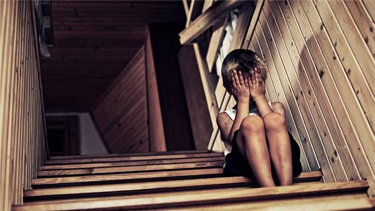 Fast jedes fünfte Kind wird psychisch oder körperlich misshandelt. Das hinterlässt Spuren im Erbgut, die sich auf nächste Generationen übertragen können. istock