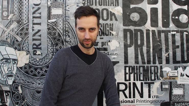 Der 42-jährige Dichter hat bereits einige Preise abgestaubt: Darunter sind der Leonce-und-Lena-Preis und der Lyrikpreis München.