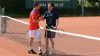 Der Schlieremer Mario Dorner (links) gratuliert dem Dietiker Marco Kvapil zum Sieg.