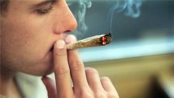 Mehr als ein Drittel der Erwachsenen in der Schweiz hat schon mindestens einmal einen Joint geraucht. (Archivbild)