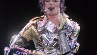 Der weisse Paillettenhandschuh des verstorbenen US-Sängers Michael Jackson ist versteigert worden. (Archivbild)