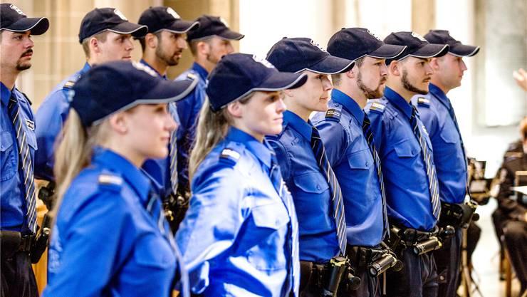 Aargauer Kantonspolizisten feiern ihre Vereidigung. Nun steht ein ganz anderer Contest bevor.Sandra Ardizzone