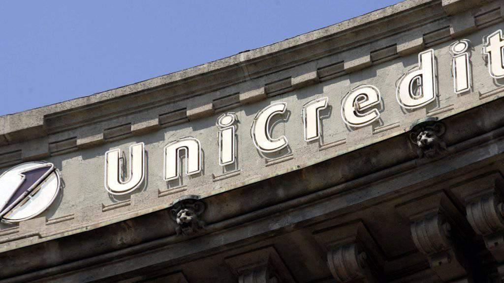 Die italienische Grossbank UniCredit - hier der Hauptsitz in Mailand - baut massiv Stellen ab.