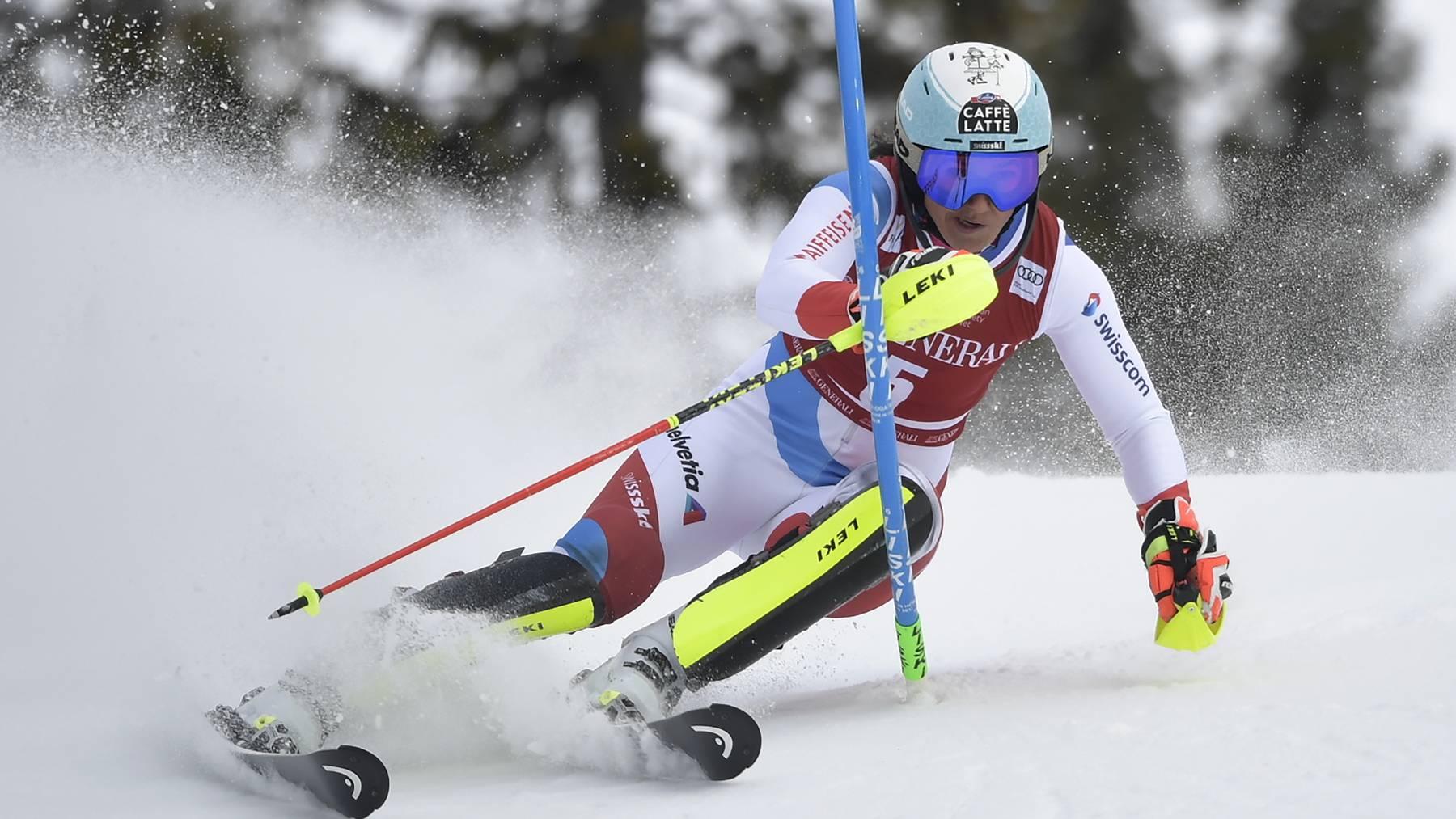 Wendy Holdener fuhr beim zweiten Slalom von Åre hinter Katharina Liensberger und Mikaela Shiffrin auf Rang drei.