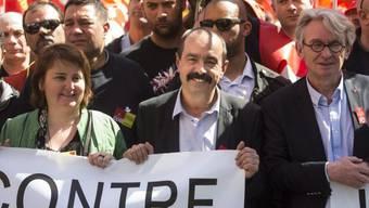 CGT-Gewerkschaftsführer Philippe Martinez (M.) protestiert in Paris